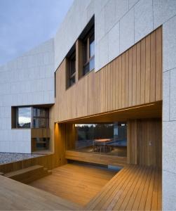 casa-completa-ventanas-puertas-cristaleras-fijas-moviles-madera-by-karsen-kraung3